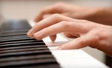 Uzman eğitmenler eşliğinde piyano kursu